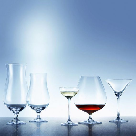 עיצוב-השולחן-בעזרת-כוסות-יין2