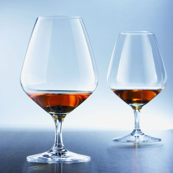 עיצוב-השולחן-בעזרת-כוסות-יין3